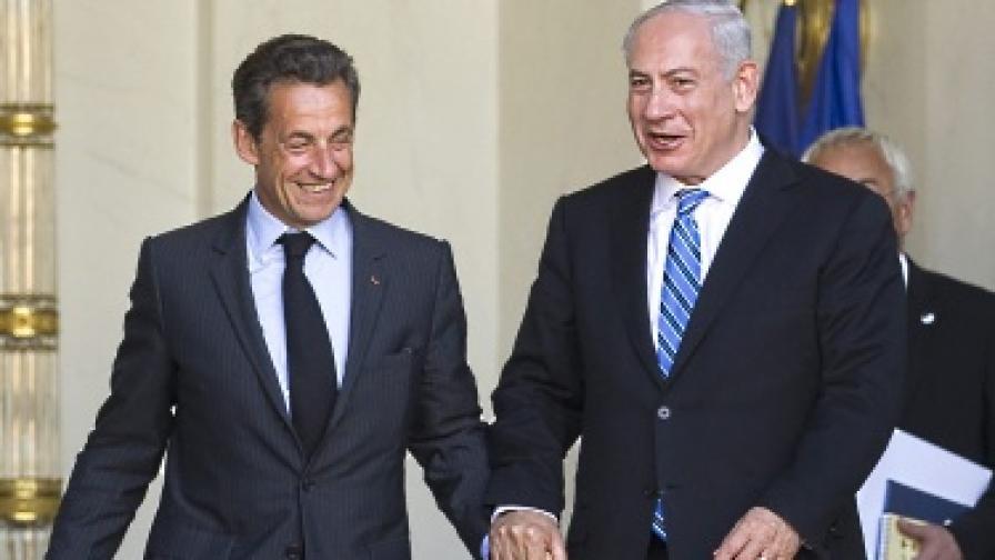 Саркози замазва гафа, кълне се в приятелство