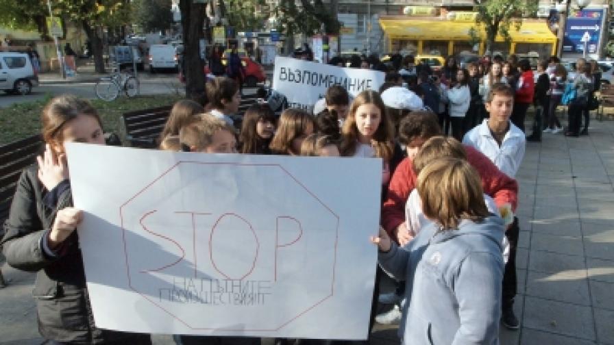 Деца от Варна почетоха паметта на загиналите в пътнотранспортни произшествия