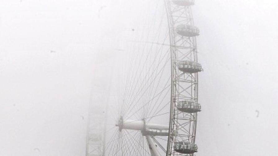 """Мъгла от няколко дни създава хаос на """"Хийтроу"""""""