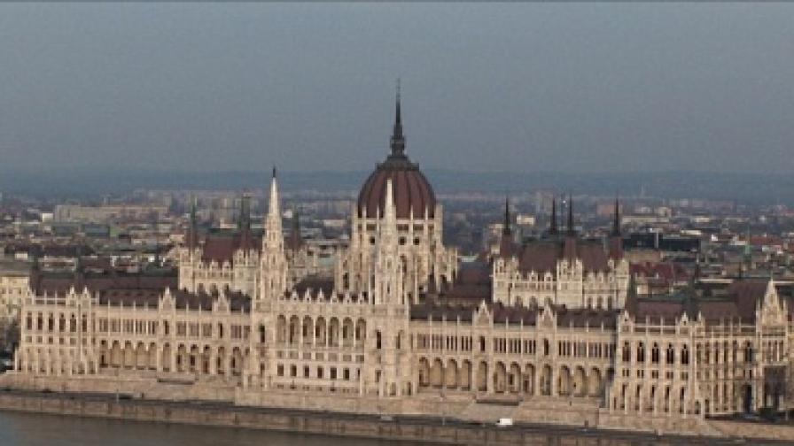 Унгария официално поиска помощ от МВФ и ЕК