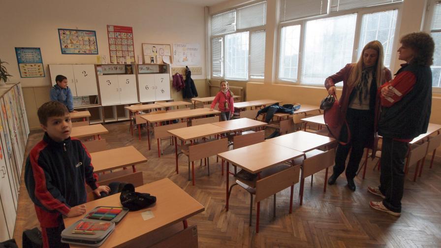 Протест: Родители не пускат децата си на училище заради лош съученик