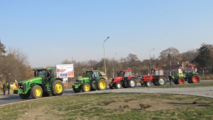 Тракторите спряха, водят се преговори