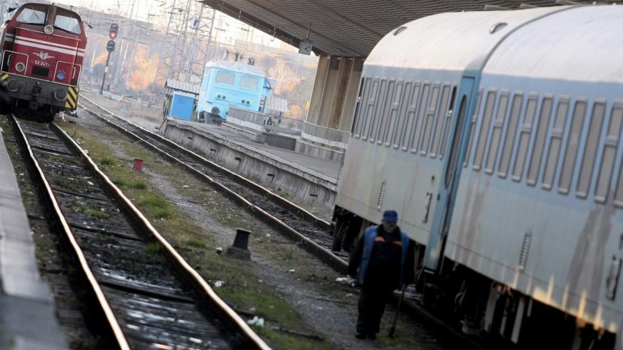 Гладуващ железничар настанен в болница