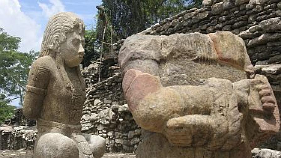 Скулптури от времето на маите, открити в Мексико
