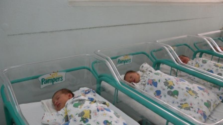 НСИ: По-малко бебета са родени през 2011 г.