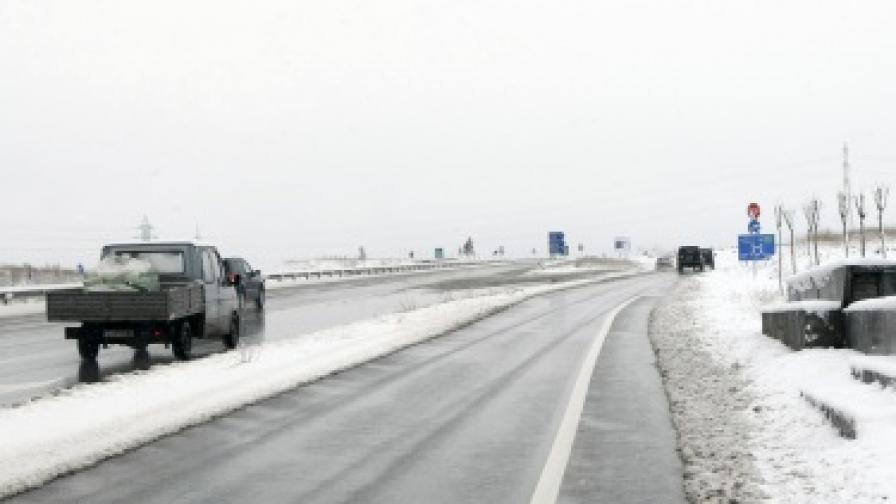 """Движението по магистрала """"Хемус"""" е затруднено"""