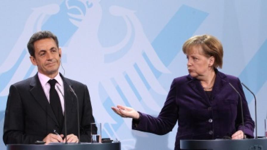 Ангела Меркел и Никола Саркози на съвместната прескоференция след срещата за бъдещето на еврозоната