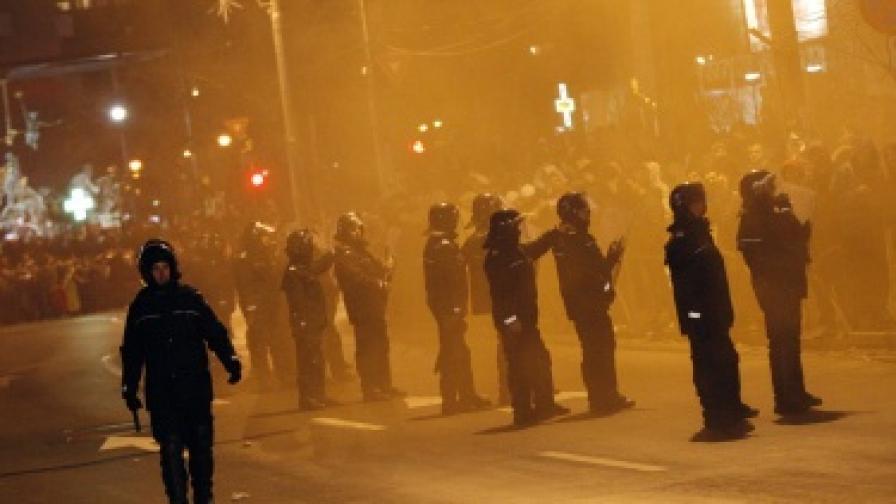 Над 30 ранени при протестите в Румъния