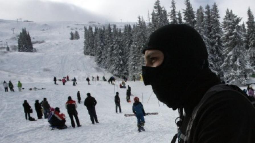 Минус 24 градуса на връх Мусала, не става за туризъм