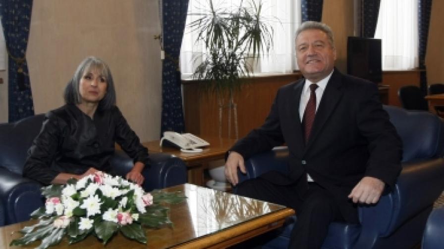 Вицепрезидентът Попова: Юристи неправилно са посъветвали Първанов