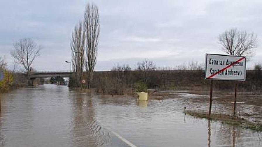 НИМХ: В близките 12 часа се очаква пик на водните нива в речните корита