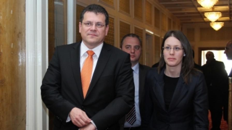 Марош Шефчович, еврокомисар по междуинституционалните отношения и администрация, и Моника Панайотова, председател на парламентарната Комисия по европейски въпроси