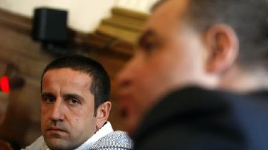 """Бившият директор на """"Напоителни системи"""" Георги Харизанов (л) и министърът на земеделието Мирослав Найденов"""