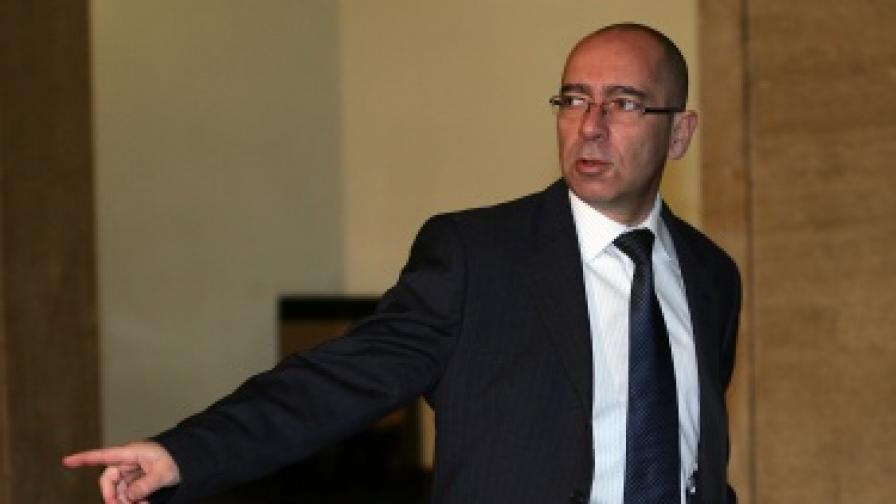Константинов: Лекарствата ще поевтинеят до две седмици