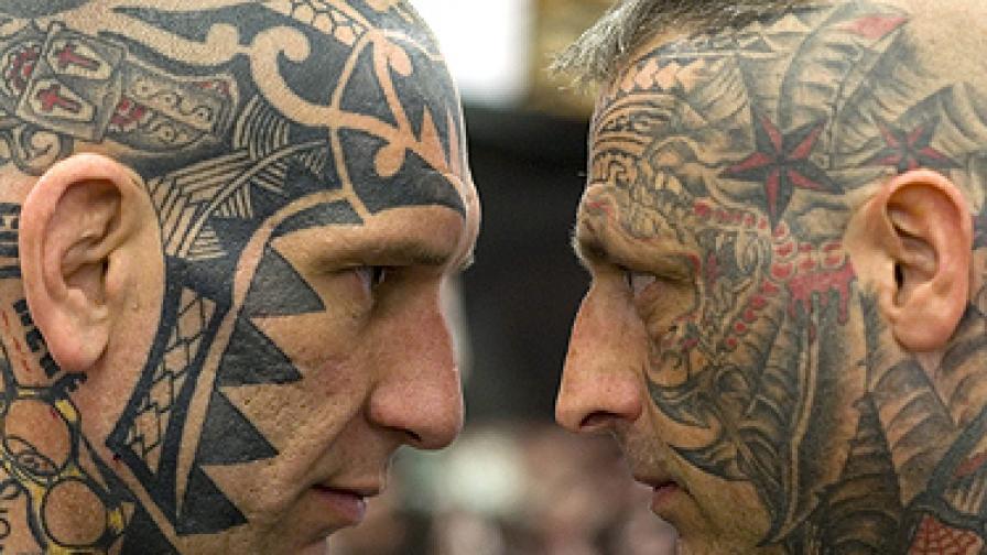 Татуирай логото си върху лицето ми