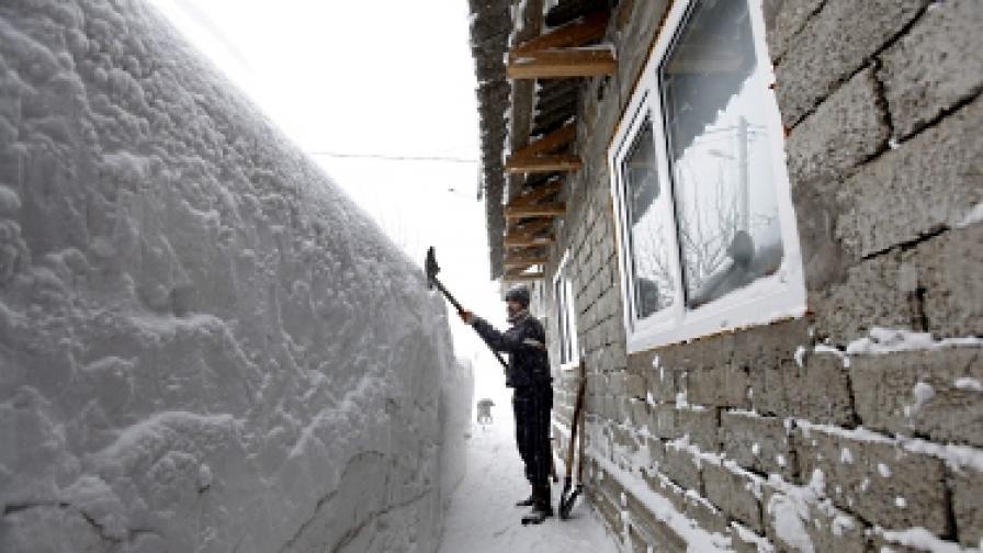 Над 2000 къщи още са под снега в румънски окръг