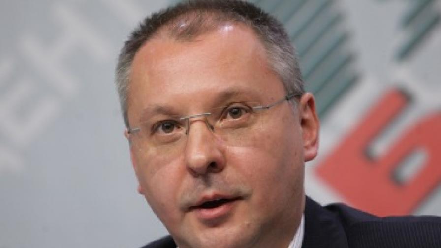 Станишев: Първанов разделя БСП