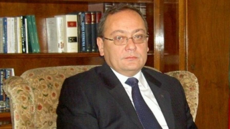 Георги Димитров не иска да не е посланик
