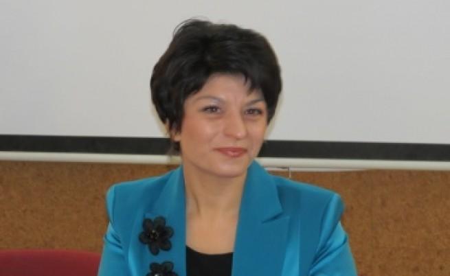 Десислава Атанасова: С този здравен министър диалогът не върви