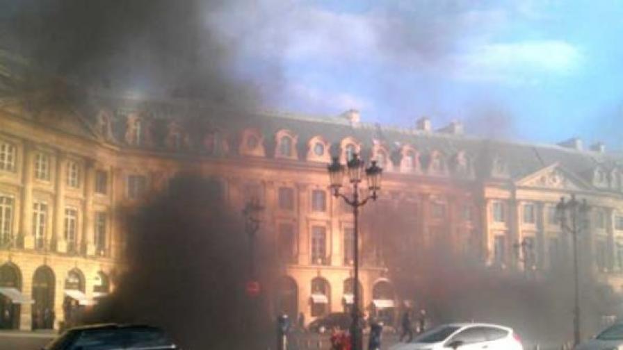 Пожар погълна 40 луксозни автомобила