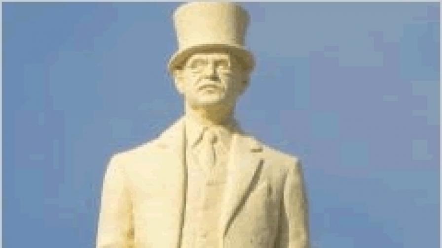 В Скопие: Скулптурата на Симеон Радев била грешка