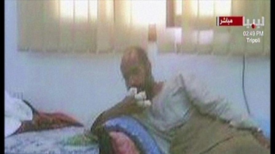 Кадри, разпространени след залавянето на Сейф през ноември 2011 г.