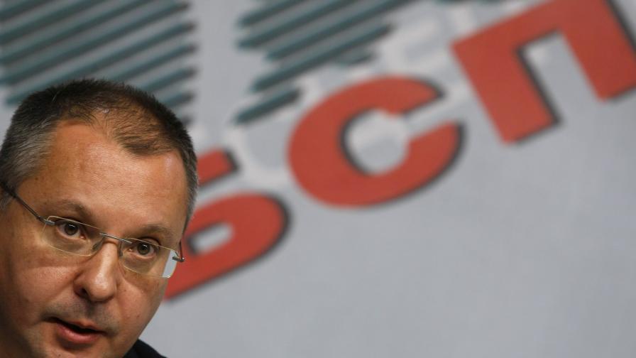 Станишев води убедително срещу Първанов за лидерството в БСП