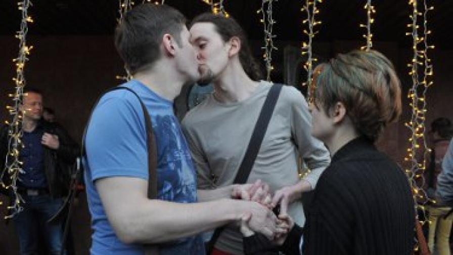 Учени твърдят: Хомофобията може да е плод на потиснати и прикрити хомосексуални наклонности