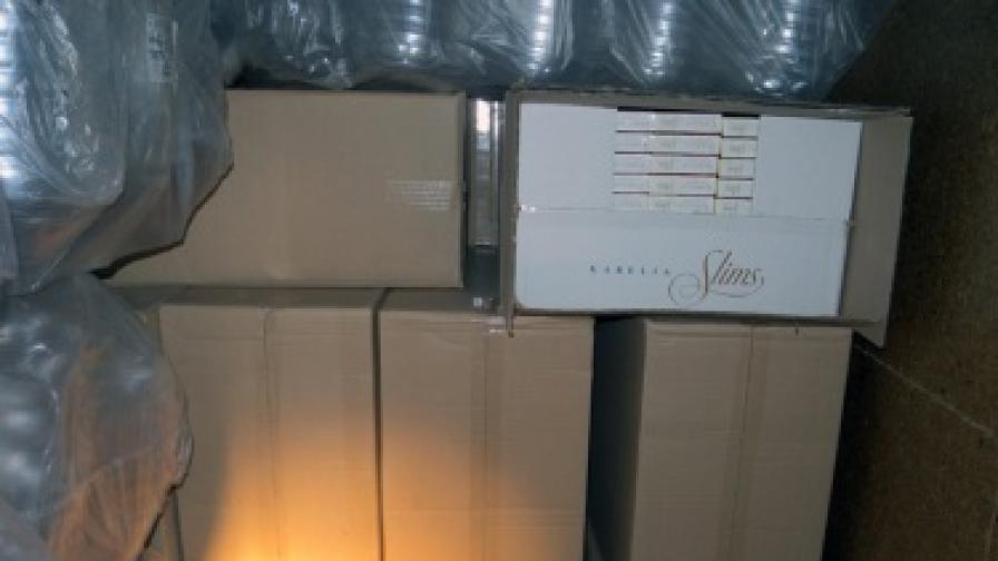 Склад за контрабандни цигари разкрит край София
