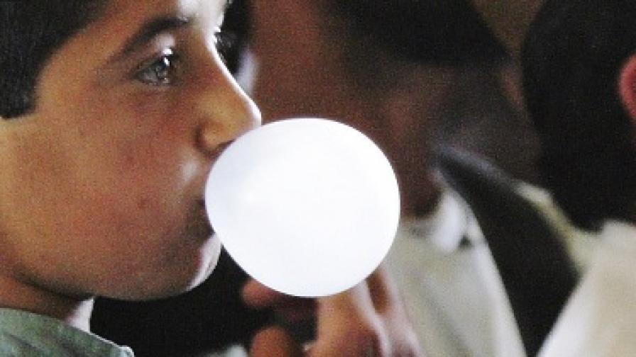 3000 студенти създадоха огромен мъж от дъвка