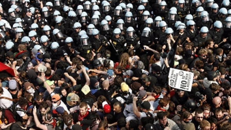 Сблъсъци и арести в Чикаго заради НАТО