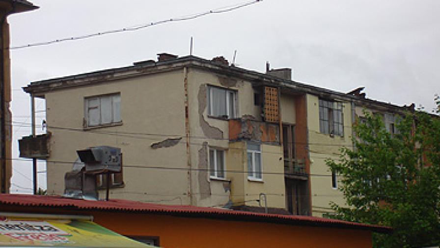 Събарят 50 сгради след земетресението