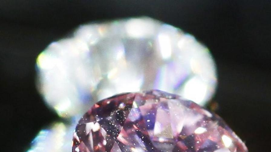 Розов диамант за 17,4 млн. долара