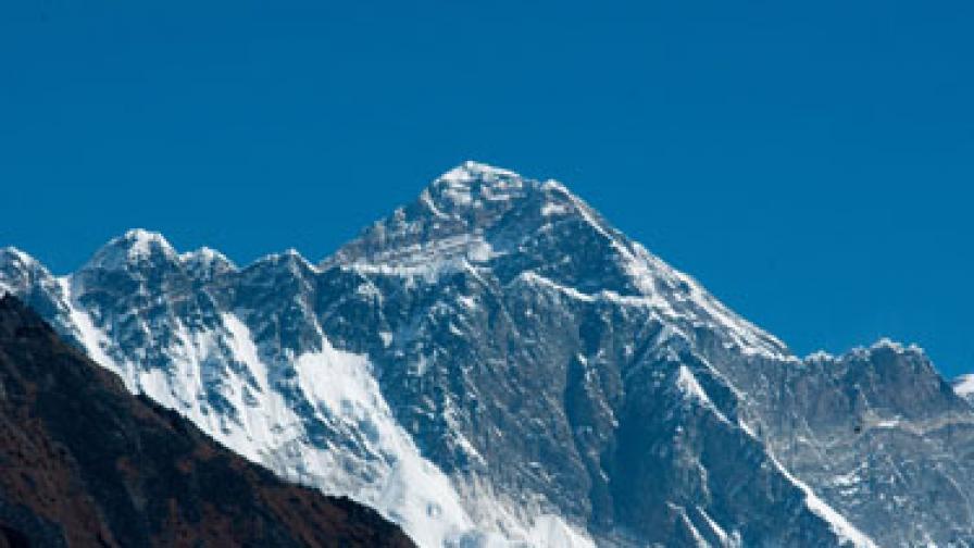Ентусиасти пеят и свирят на 6654 м височина за рекорд на Гинес