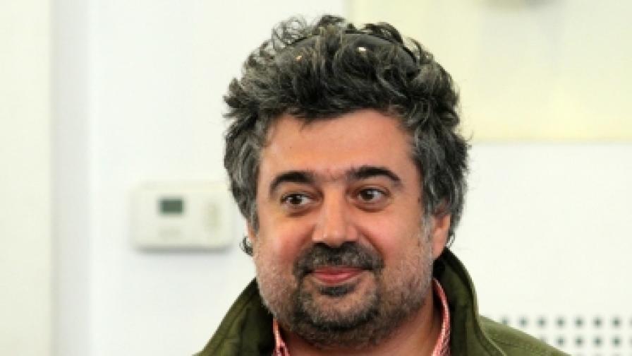 """Димитър Митовски е един от организаторите на протеста. Той е режисьор на """"Мисия Лондон"""", продуцент на """"Стъклен дом"""", """"Под прикритие"""" и други тв сериали"""