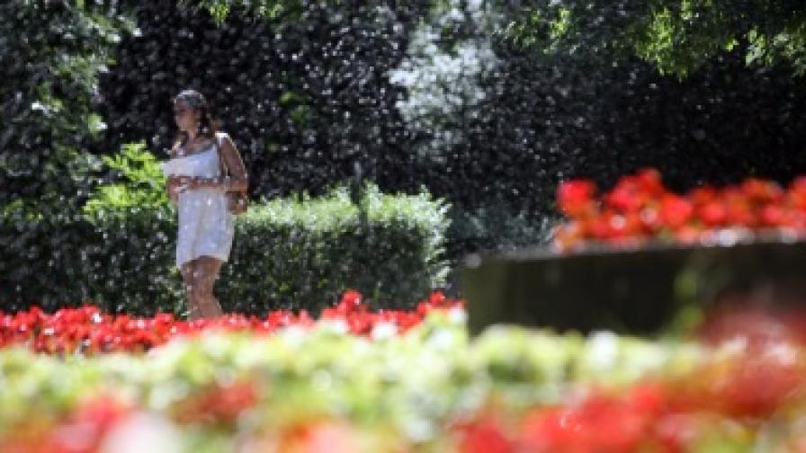 Разхлаждане, бури и дъждове в цялата страна