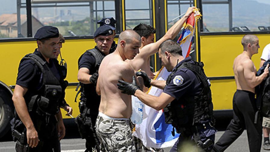 Над 50 ранени при бой на сърби и косовски полицаи