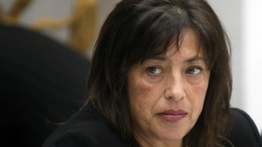 Искат оставка на пернишката кметица