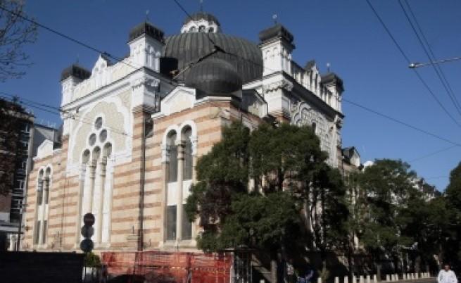 Роднини на жертвите от Бургас пристигат в България