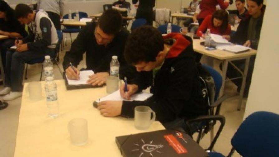 Бъдещи специалисти по телекомуникации, студенти в Технически университет – София проведоха първото си нетрадиционно упражнение извън пределите на университета – в централния офис на М-Тел, през 2010 г.