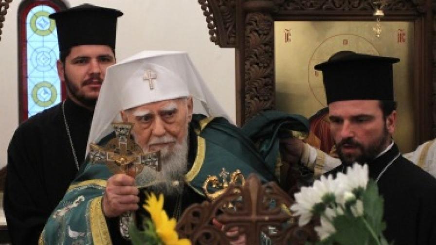 Патриарх Максим е настанен в болница