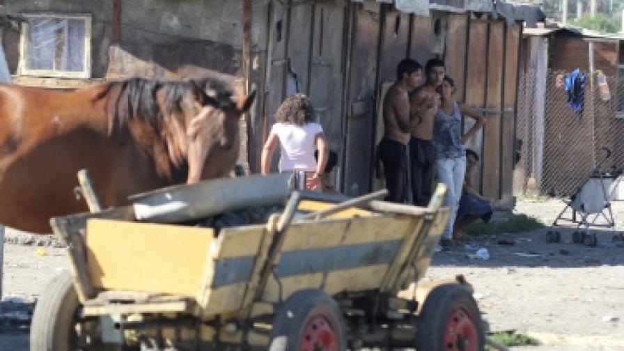 АФП: Възрастни роми в България учат - искрица надежда