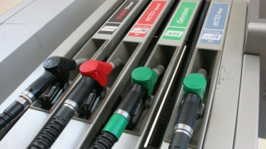 Кой е ощетен, ако данък кола влиза в цената на бензина