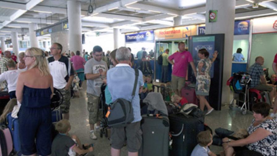Блокираните в Испания български туристи се завръщат утре