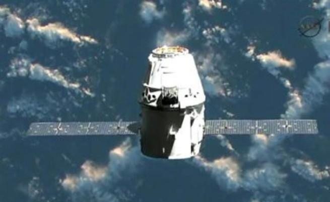 Изстрелян е частният космически кораб