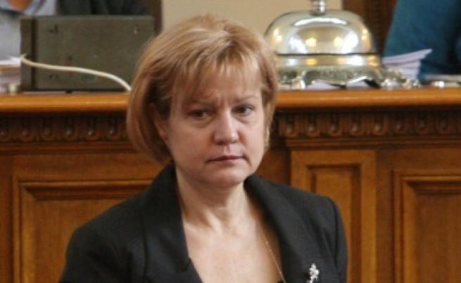 Менда Стоянова: 4 лв. ще бъде данъкът при влог от 1000 лв.