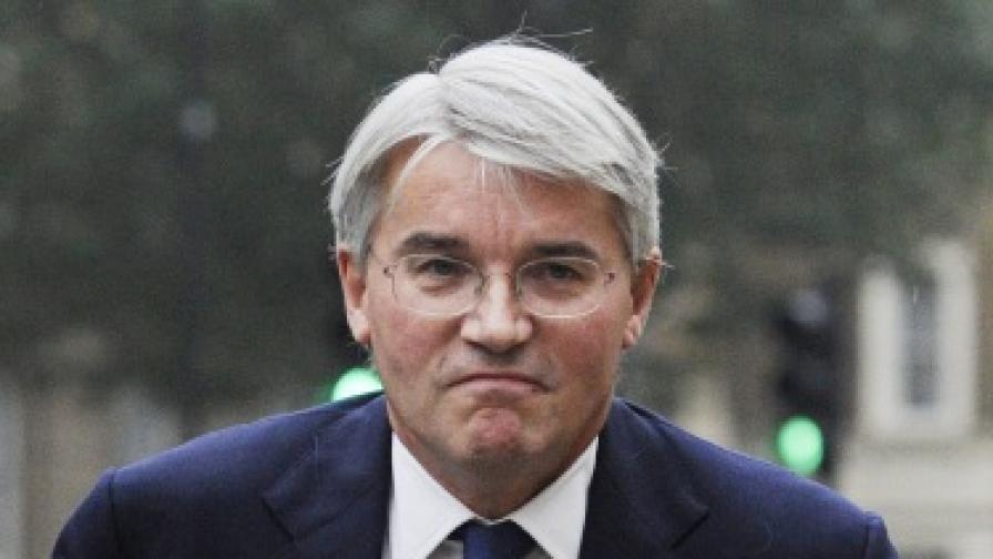 Британски министър подаде оставка заради обиди към полицаи