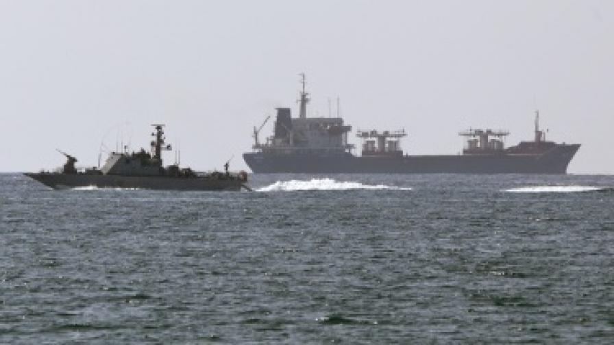Израел отново спря кораб с помощ за Газа