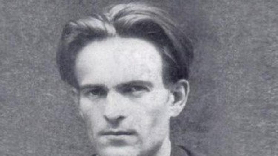 Отдаваме почит на поета Никола Вапцаров