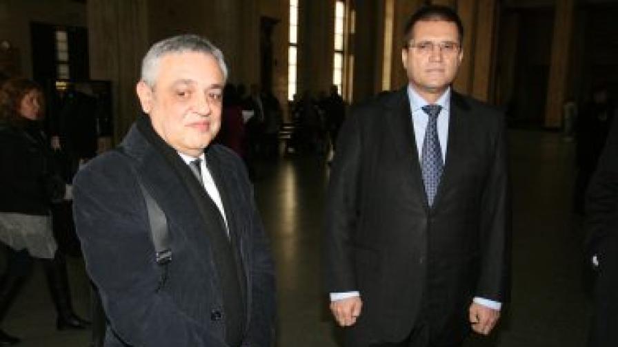 Тенчо Попов (л) и Николай Цонев в съда